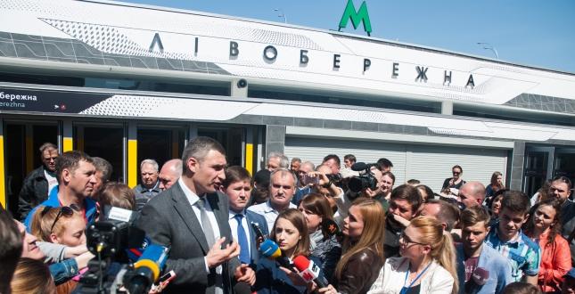 Обновленную станцию метро «Левобережная» вКиеве приспособили для людей сограниченными возможностями