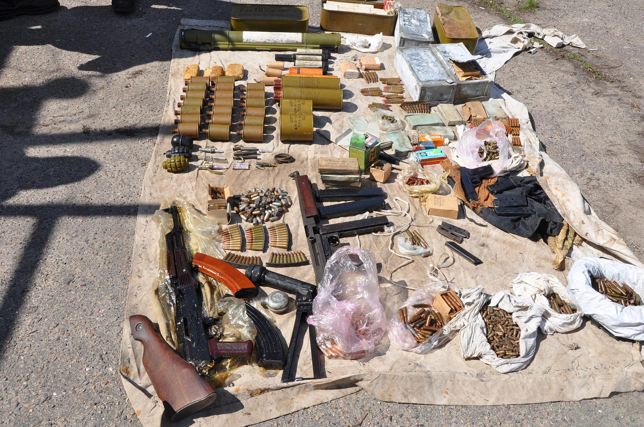 Полиция иСБУ обнаружили вцентре Николаева огромный арсенал оружия