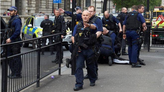 В Англии задержали группу подозреваемых втеракте