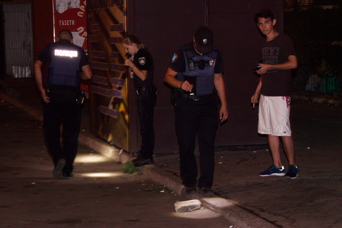 ВДнепре ночью неизвестный открыл стрельбу около супермаркета, есть раненые