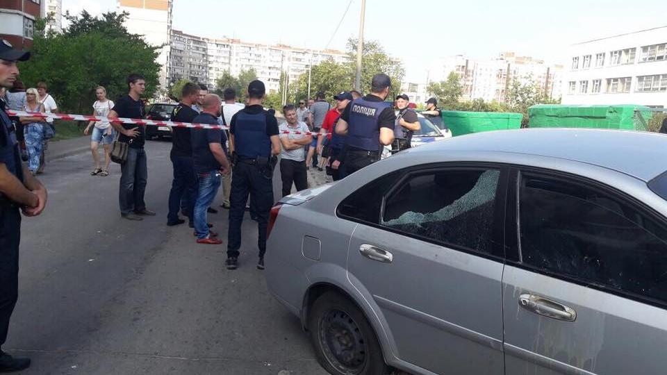 Охранник депутата Верховной рады открыл вКиеве стрельбу избоевого оружия