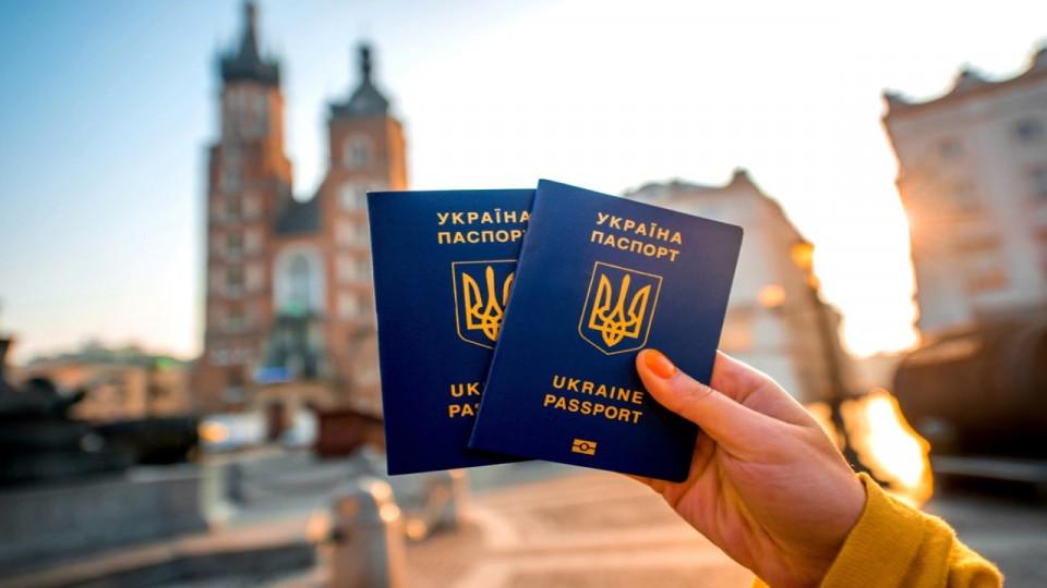 Безвизом уже воспользовались 200 тыс. украинцев