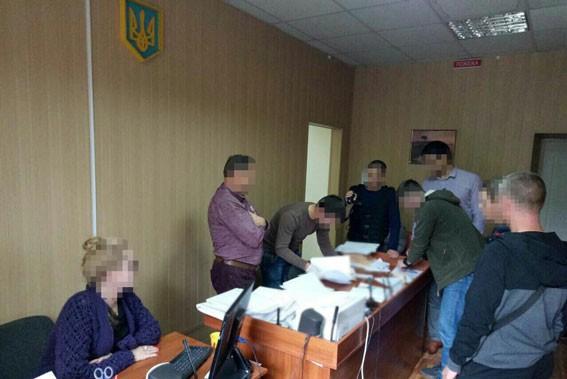 Судью вПолтавской области задержали навзятке