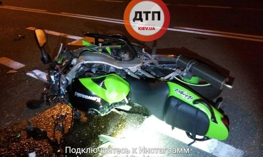 В Киеве в ужасном ДТП погиб мотоциклист