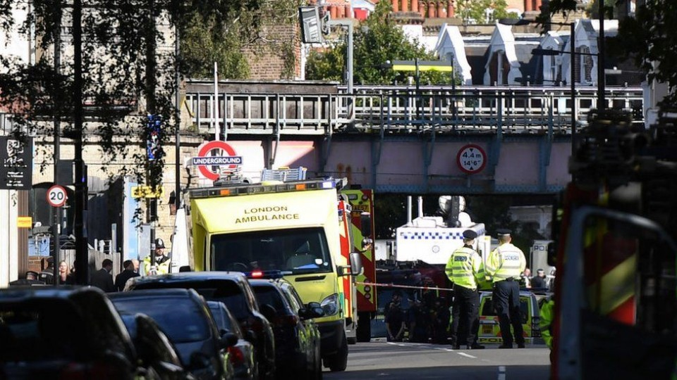 Влондонском метро произошел взрыв . Есть пострадавшие