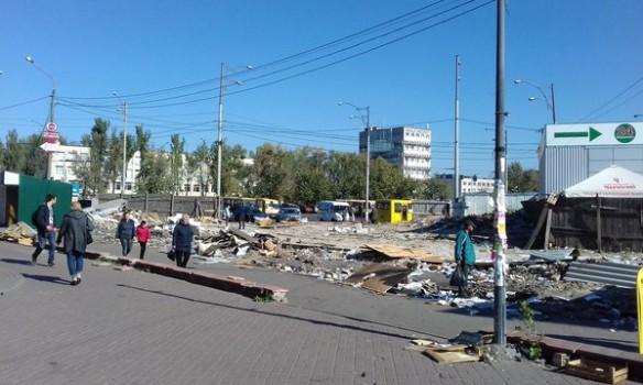Около метро Лесная вКиеве сносят киоски