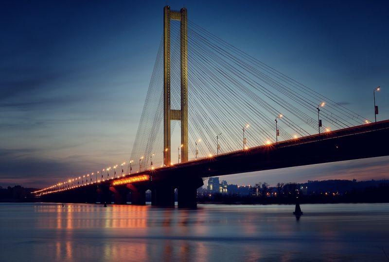 ВКиеве ограничат движение на 2-х мостах