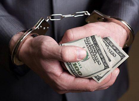 ВЗапорожье задержали полисмена, вымогавшего взятку вобъеме  3500 долларов