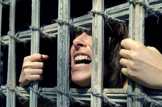 Пытки женщин в рабстве видео
