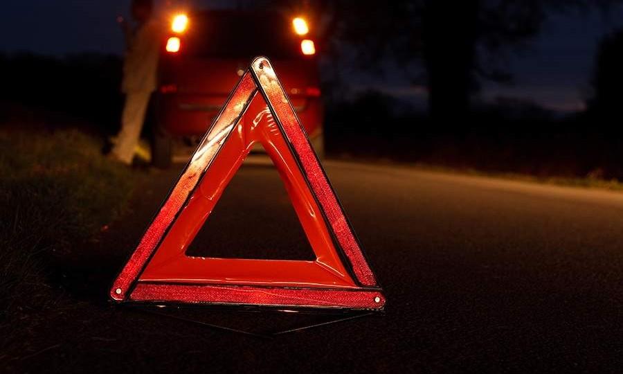 ВКиеве нетрезвый водитель фуры протаранил дерево, такси иэвакуатор