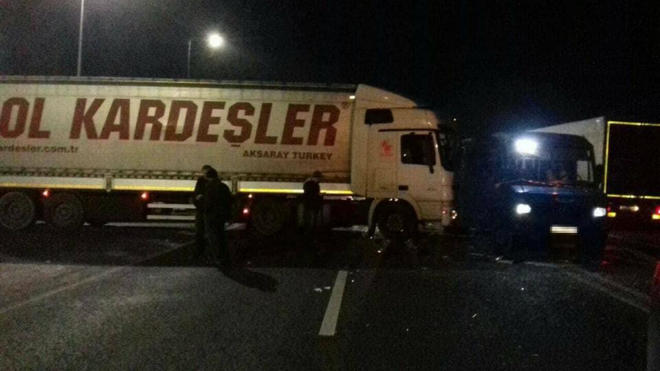 ВоЛьвовской области столкнулись грузовой автомобиль иавтобус