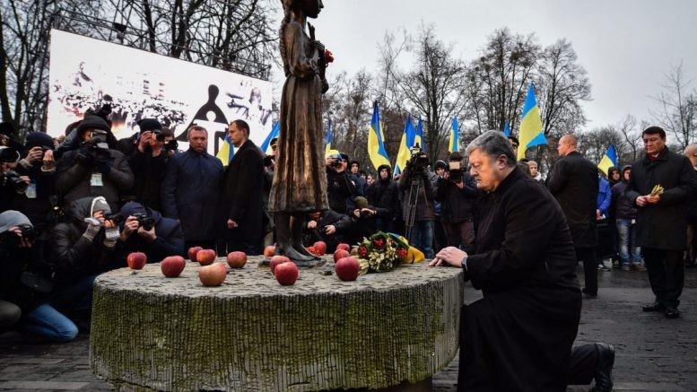Солдат изпочетного караула потерял сознание вприсутствии Порошенко