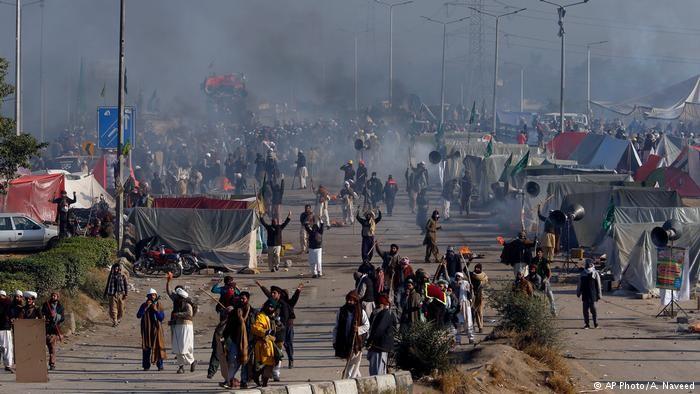 СМИ говорили о 250 пострадавших при столкновениях вПакистане