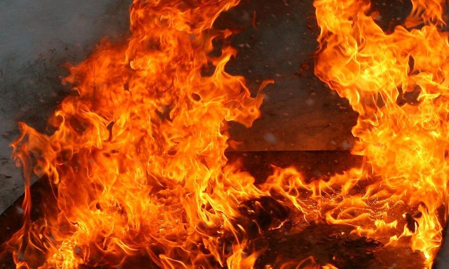 Встихийном городке уздания Рады сгорела палатка