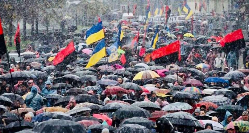 ВКиеве последователи Саакашвили митингуют зазакон обимпичменте