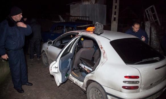 ВДнепре пассажир ранил таксиста ножом иугнал его машину