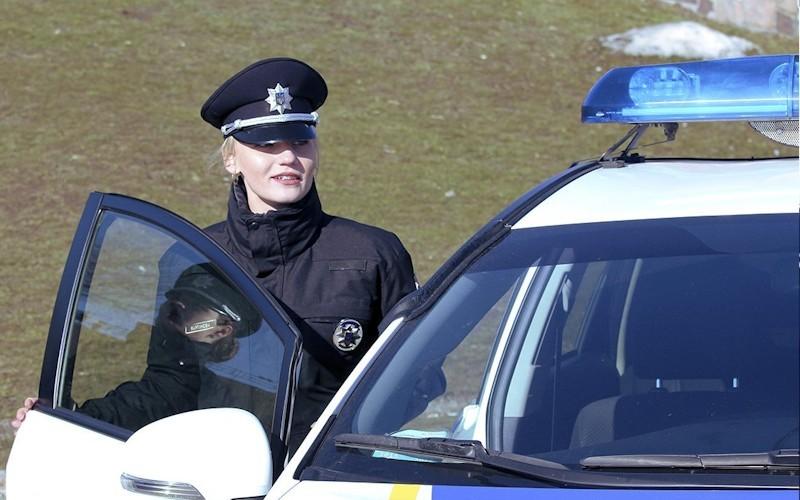 ВОдесской области пытались сбить автомобилем иизбили женщину-копа