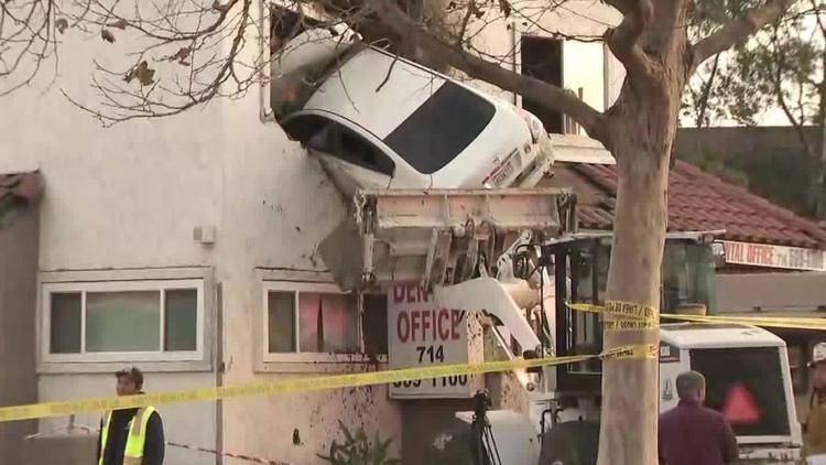 ВКалифорнии автомобиль врезался во 2-ой этаж стоматологической поликлиники