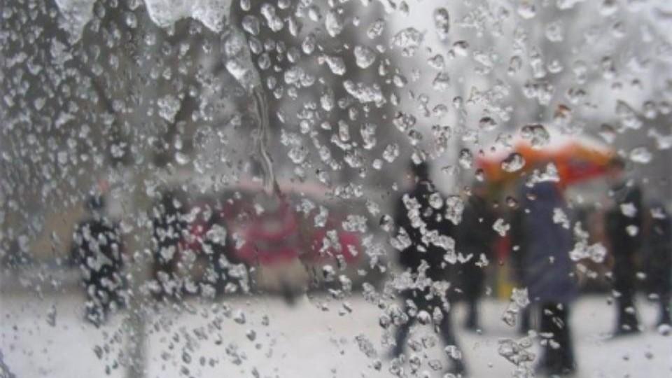 Буря усиливается: вКрым идут сильные метели, туман игололедица