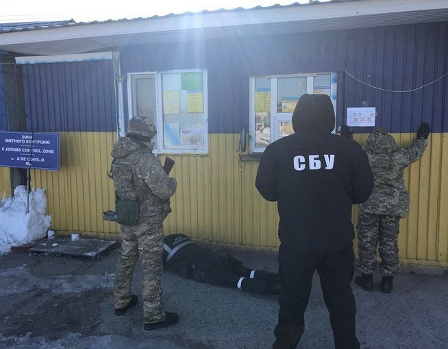 Одесские таможенник ипограничник попались навзятке