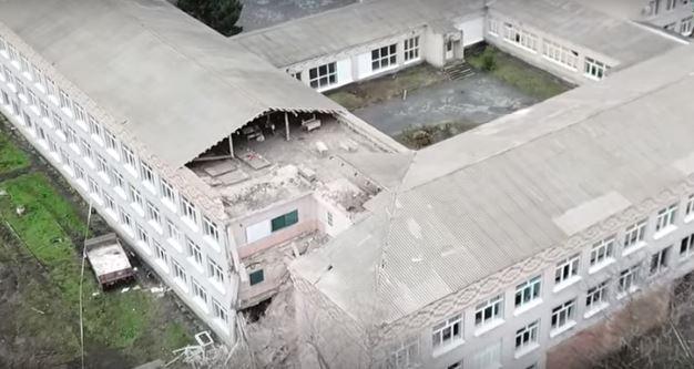 В одной из школ Николаевской области обвалился потолок во время занятий (видео)