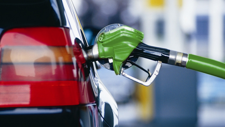 Вгосударстве Украина продолжает дешеветь бензин