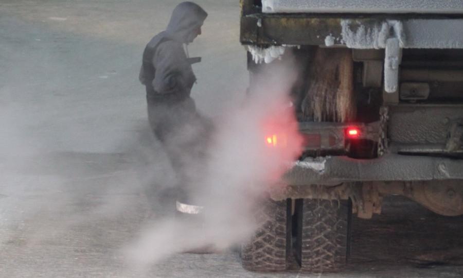 ВоЛьвовской области отлетевшее колесо фургона убило женщину наостановке