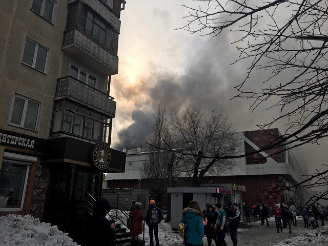 Четверо детей погибли при пожаре в торговом центре в Кемерове
