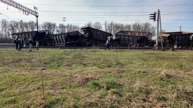 ВПсковской области срельсов сошли два вагона грузового поезда