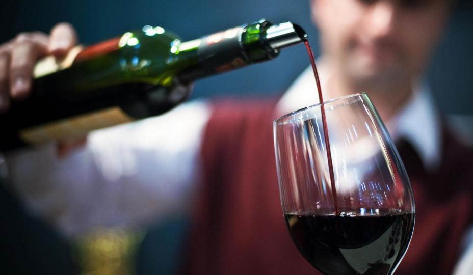 Десять фужеров вина внеделю могут уменьшить жизнь надва года