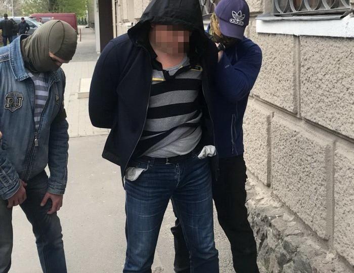 Следователь харьковской полиции задержан навзятке в8 тыс. долларов