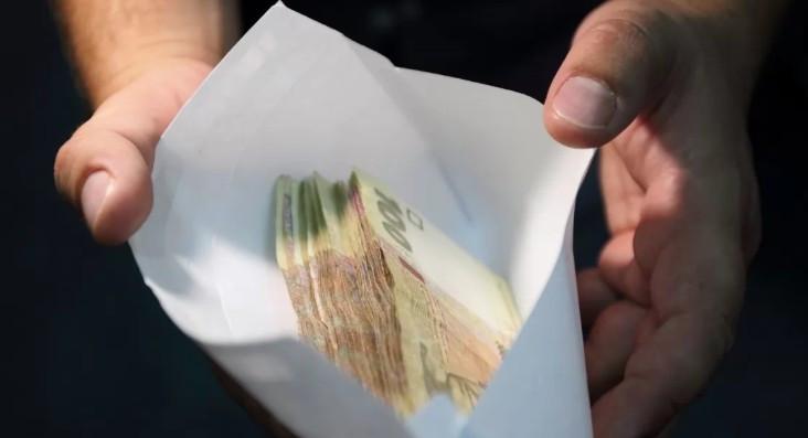 Правоохранители задержали на взятке сотрудника Приватбанка
