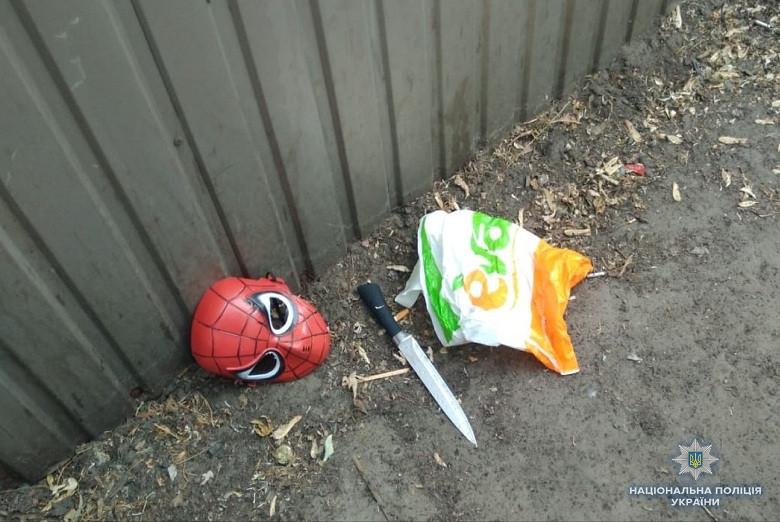 Преступник вмаске нападал накредитные заведения вКиеве