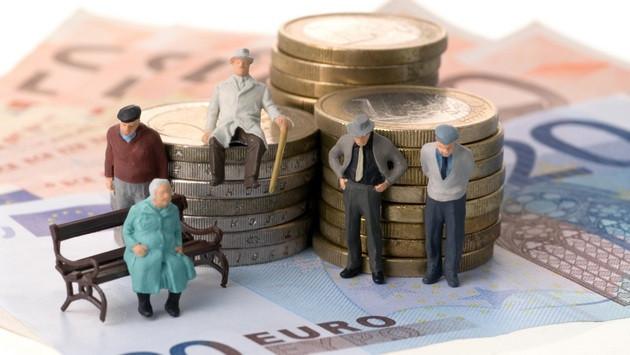 Как самостоятельно проверить стаж и размер пенсии: украинцам объяснили