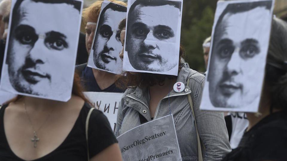 Встолице франции проводится «цепная» голодовка вподдержку Олега Сенцова