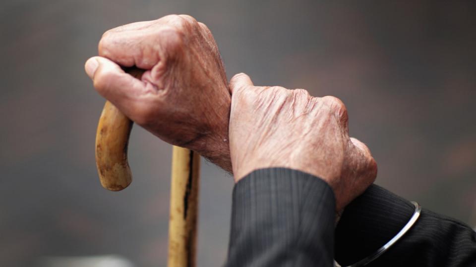В Киеве действует нелегальный дом престарелых: пациентов держат в подвалах