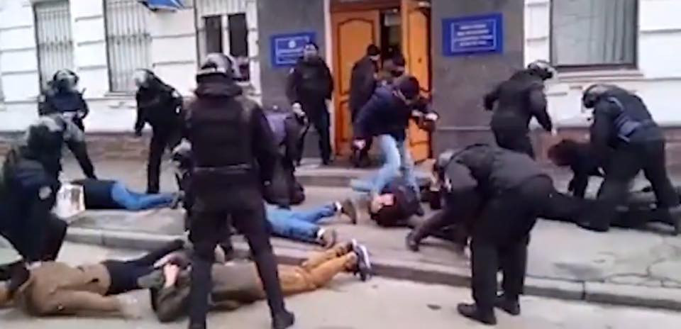 ДБР на Київщині затримало слідчого поліції під час одержання $2 тис. хабара - Цензор.НЕТ 4462