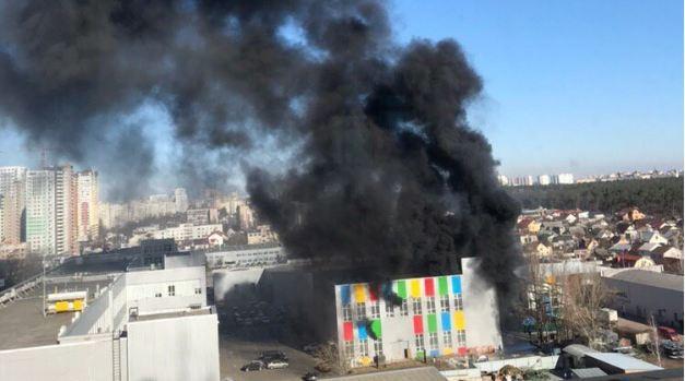 Сегодня произошёл пожар на Харьковском шоссе в Киеве.
