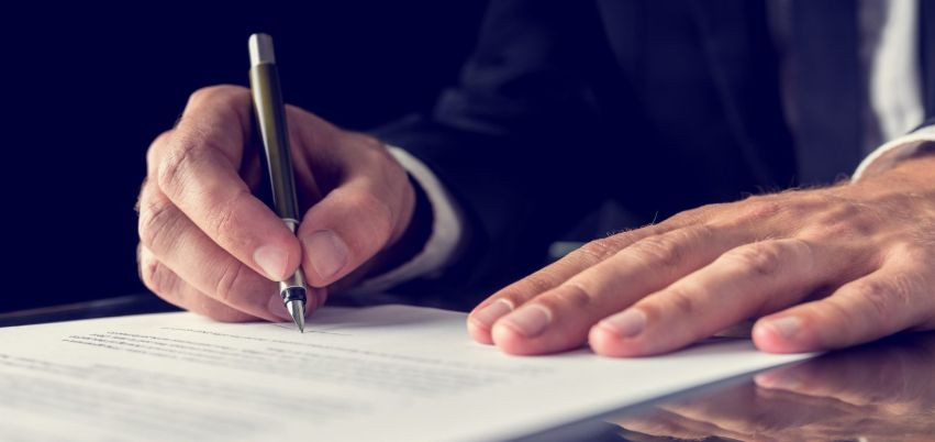 Компенсація витрат на професійну правничу допомогу: КАС ВС визначив, чи обмежується її розмір