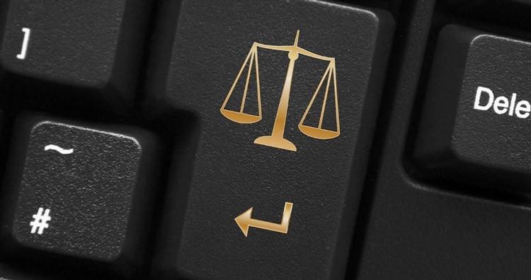 Суди повертаються до паперового документообігу: ідея електронного суду зазнала краху