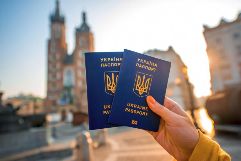 ЄС ускладнив безвізовий в'їзд для українців: доведеться платити і реєструватися