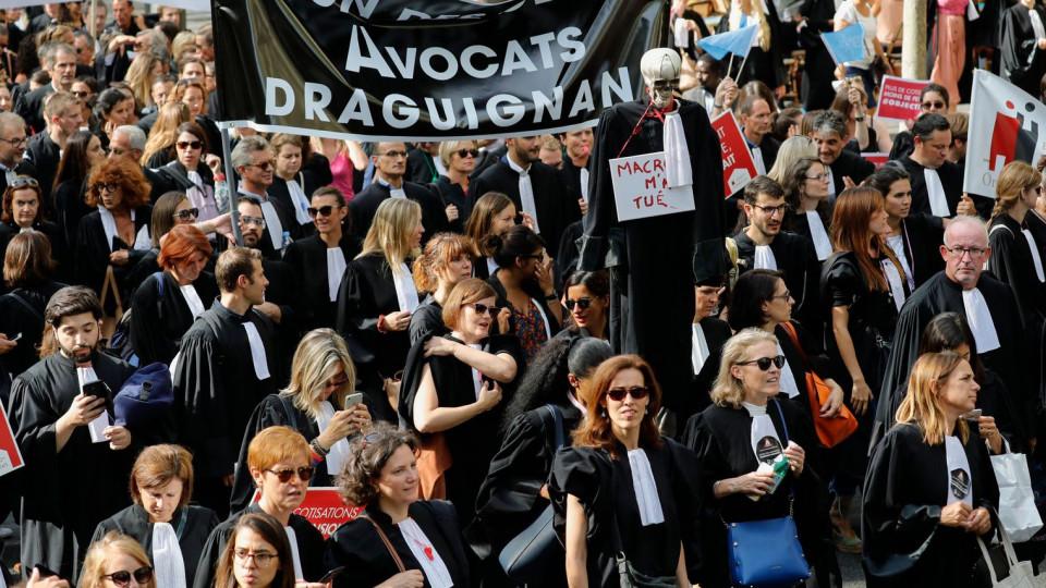 Почему во Франции взбунтовались адвокаты