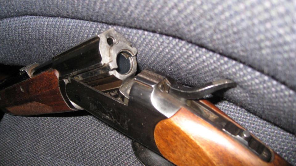 Коп з Черкас намагався нелегально торгувати зброєю