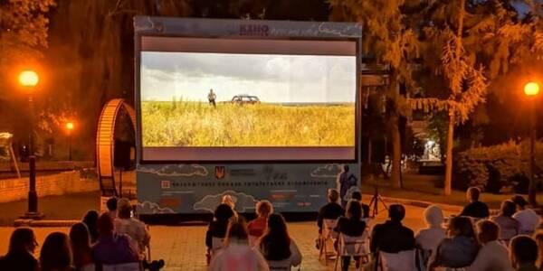 Киян запрошують відвідати кінотеатр просто неба: вхід безкоштовний