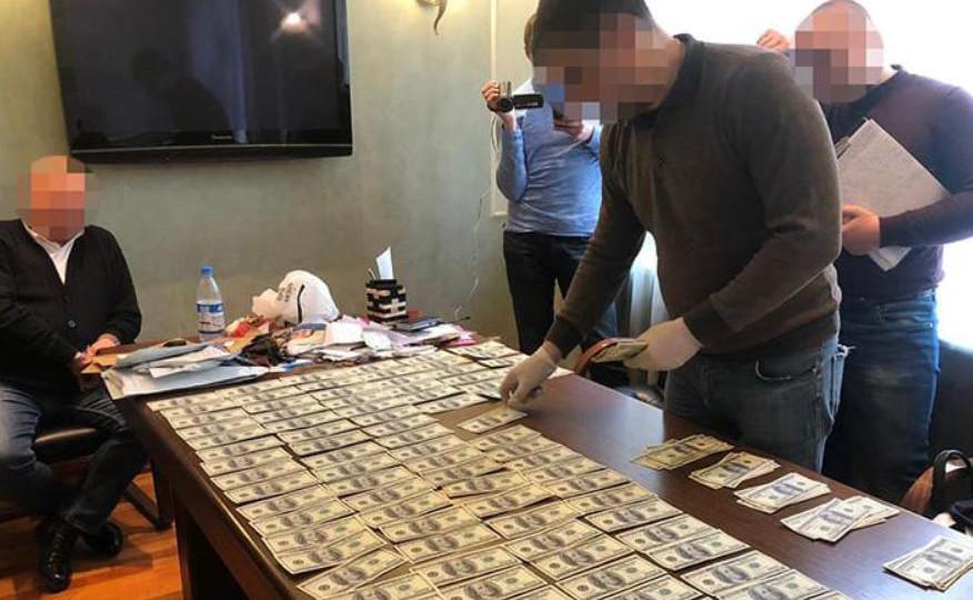 Хабар у $ 55 000 за посаду: судитимуть посадовця Мін'юсту