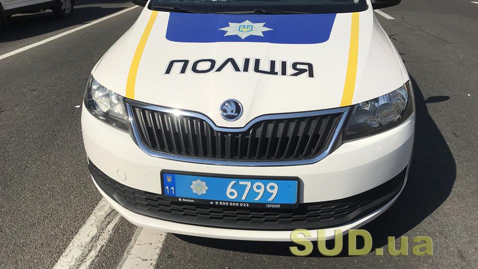 На Сумщине полицейский автомобиль столкнулся с автовозом: пострадали правоохранители, фото