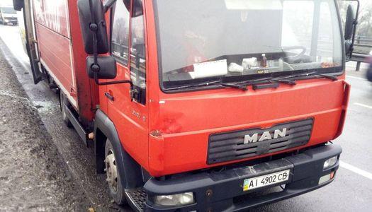 В Киеве на Столичном шоссе автобус влетел в грузовик