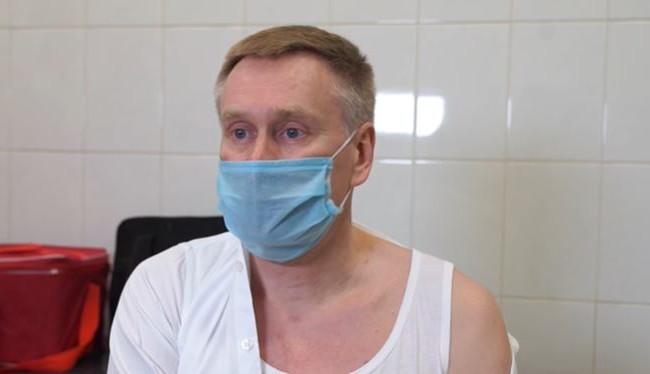 Глава Национальной службы здоровья Украины привился от коронавируса