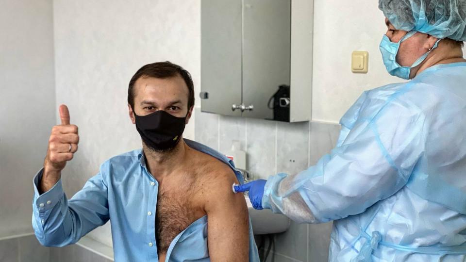 Лидеров мнений вакцинируют без очереди взамен на пиар, — блогер сообщил о спецпрограмме