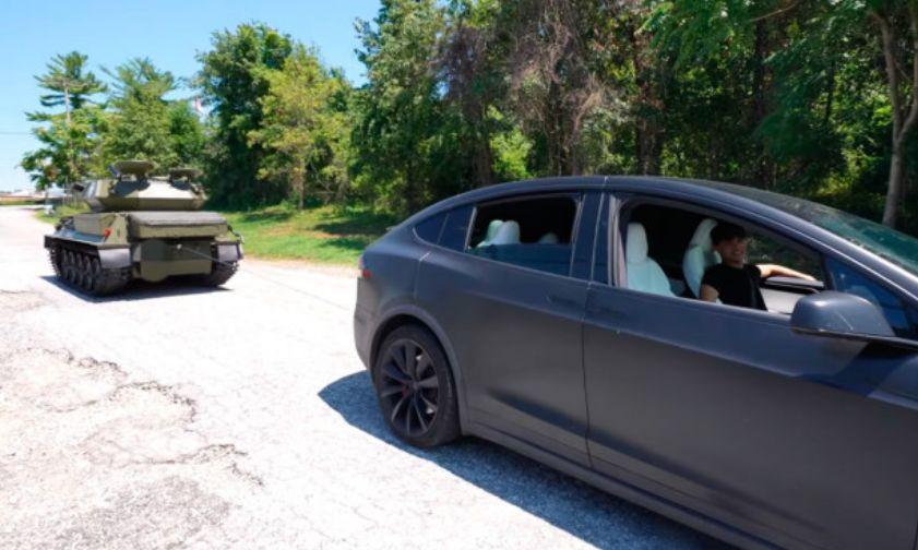 Tesla Model X испытали танком: что из этого вышло, видео